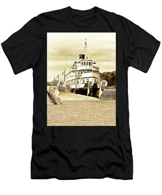 The Wenonah II Men's T-Shirt (Athletic Fit)