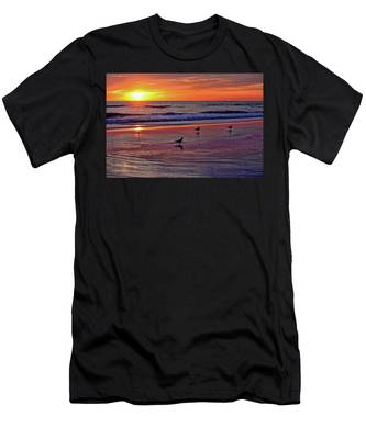 Three Seagulls On A Sunset Beach Men's T-Shirt (Athletic Fit)