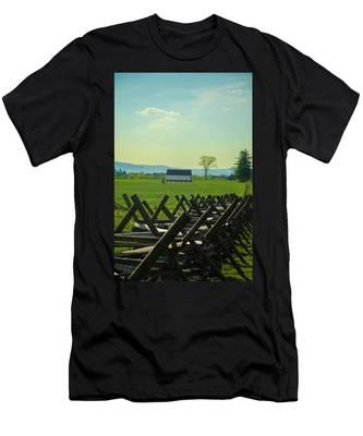 Gettysburg Battlefield Farm Men's T-Shirt (Athletic Fit) by Bill Cannon