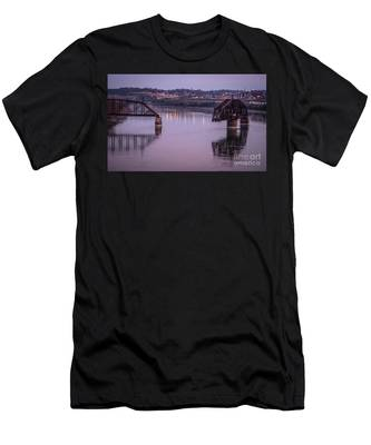 Old Swing Bridge Men's T-Shirt (Athletic Fit)