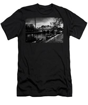 Paris At Night - Seine River Towards Pont Neuf Men's T-Shirt (Athletic Fit)