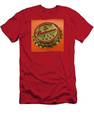 Budweiser Cap Men's T-Shirt (Athletic Fit)