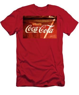 Drink Coca-cola Men's T-Shirt (Athletic Fit)