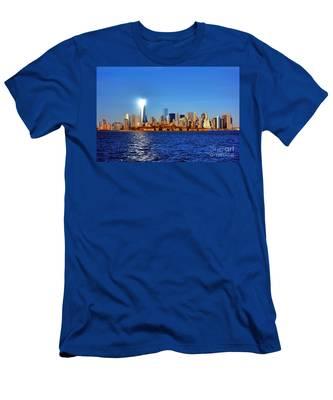 Lighthouse Manhattan Men's T-Shirt (Athletic Fit)