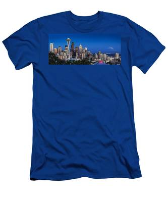 Seattle Skyline Panoramic Men's T-Shirt (Athletic Fit)