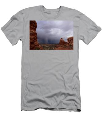 Arches National Monument Moab Men's T-Shirt (Athletic Fit)