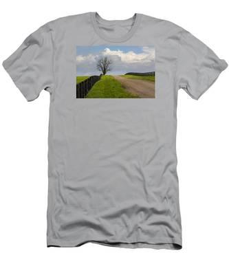 Kentucky Horse Farm Road Men's T-Shirt (Athletic Fit)