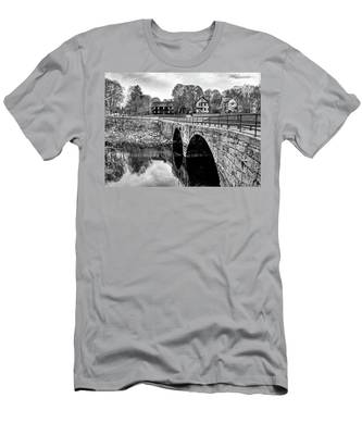 Green Street Bridge In Black And White Men's T-Shirt (Athletic Fit)
