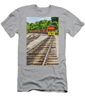 Marquette Rail Carrier Men's T-Shirt (Athletic Fit)