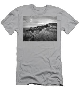Ponta Das Contendas  Men's T-Shirt (Athletic Fit)