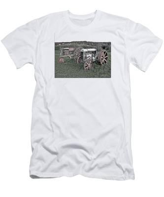 1923 Fordson Tractors Men's T-Shirt (Athletic Fit)