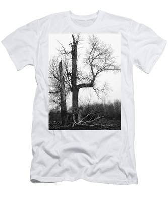 Dead Tree Ten Mile Creek Men's T-Shirt (Athletic Fit)