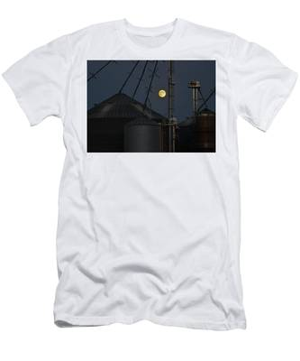 Men's T-Shirt (Athletic Fit) featuring the photograph Harvest Moon by Carl Young