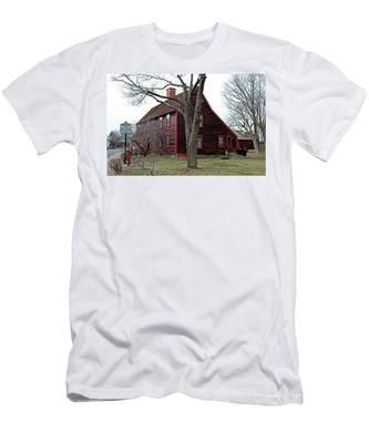 The Deane Winthrop House Men's T-Shirt (Athletic Fit)