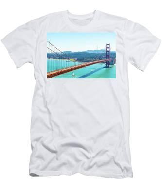 The Golden Gate Bridge I Men's T-Shirt (Athletic Fit)