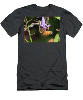 Bee With Flower Men's T-Shirt (Athletic Fit)