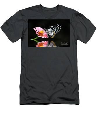 Cliche Men's T-Shirt (Athletic Fit)