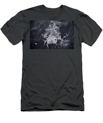 Macro Snowflake Men's T-Shirt (Athletic Fit)