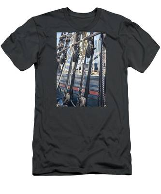 Pulley And Stay Men's T-Shirt (Athletic Fit)