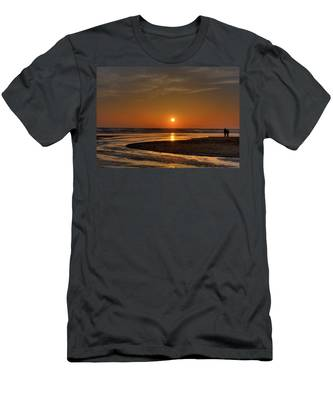 Enjoying The Sunset Men's T-Shirt (Athletic Fit)