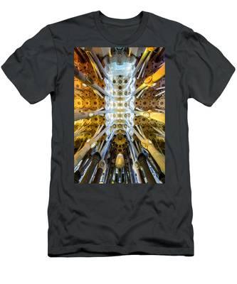 Basilica De La Sagrada Familia Men's T-Shirt (Athletic Fit)