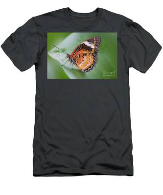Butterfly On The Edge Of Leaf Men's T-Shirt (Athletic Fit)
