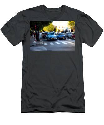 Cuba Street Scene Men's T-Shirt (Athletic Fit)