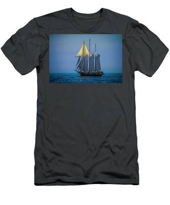 Denis Sullivan - Three Masted Schooner Men's T-Shirt (Athletic Fit)