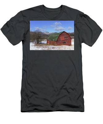 Men's T-Shirt (Athletic Fit) featuring the photograph Keene Barn by Brad Wenskoski