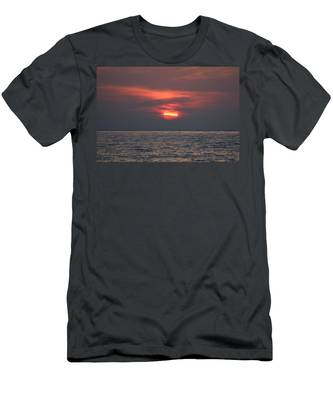 Men's T-Shirt (Athletic Fit) featuring the photograph Ocean Sunset - 5 by Christy Pooschke