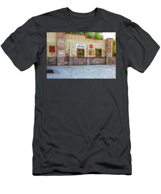 Old Saloon Wall Men's T-Shirt (Athletic Fit)