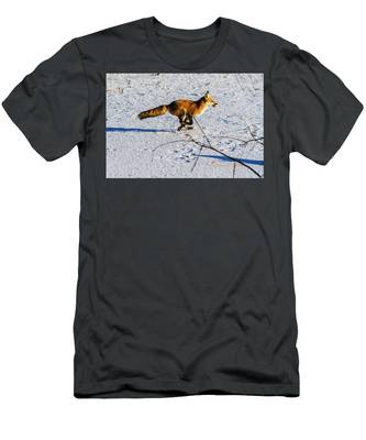Red Fox On The Run Men's T-Shirt (Athletic Fit)