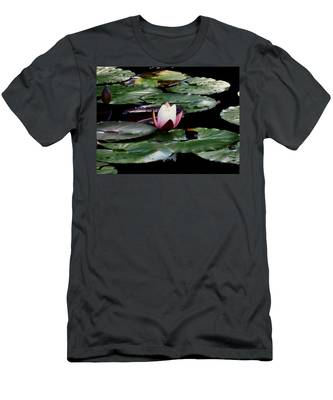 Solitary Beauty Men's T-Shirt (Athletic Fit)