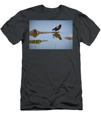 Men's T-Shirt (Athletic Fit) featuring the photograph Agelaius Phoeniceus by Carl Young