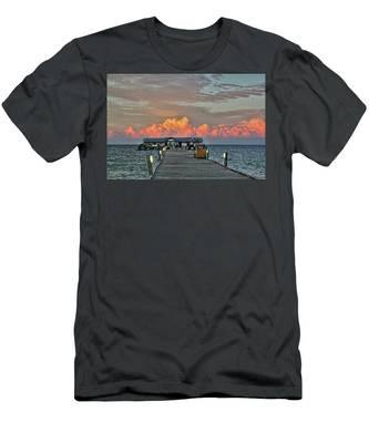 Anna Maria City Pier Men's T-Shirt (Athletic Fit)