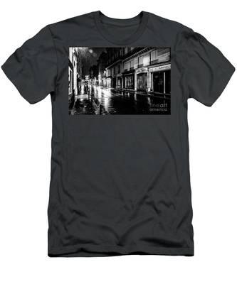 Paris At Night - Rue Saints Peres Men's T-Shirt (Athletic Fit)