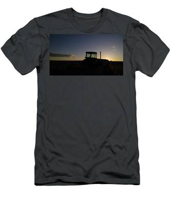 The Sleeping Machine Men's T-Shirt (Athletic Fit) by Carl Young