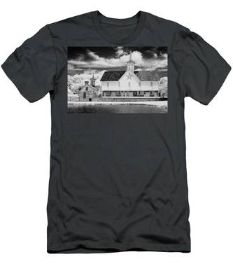 The Star Barn In Infrared Men's T-Shirt (Athletic Fit)