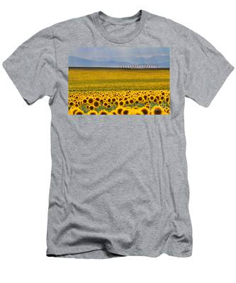 Gateway To The Rockies Men's T-Shirt (Athletic Fit)