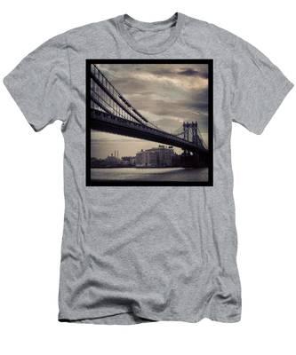 Manhattan Bridge In Ny Men's T-Shirt (Athletic Fit)