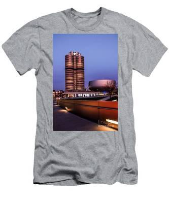 munich - BMW office - vintage Men's T-Shirt (Athletic Fit)