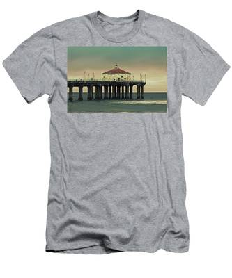 Vintage Manhattan Beach Pier Men's T-Shirt (Athletic Fit)