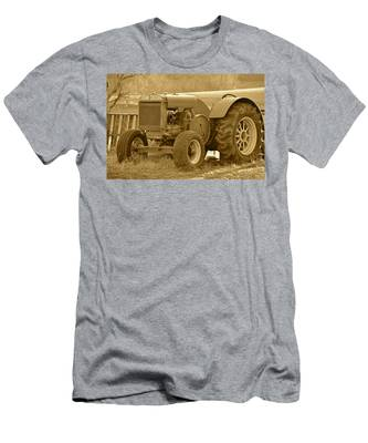This Old Tractor Men's T-Shirt (Athletic Fit)