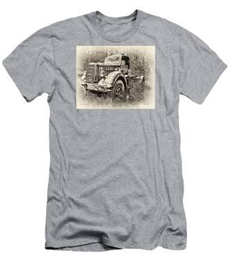 Antique 1947 Mack Truck Men's T-Shirt (Athletic Fit)