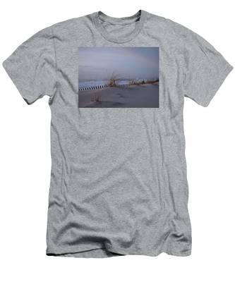 Dune View 2 Men's T-Shirt (Athletic Fit)