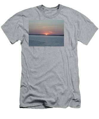 East Cut Men's T-Shirt (Athletic Fit)