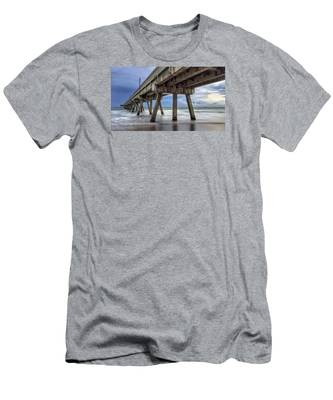 Gloomy Pier Men's T-Shirt (Athletic Fit)