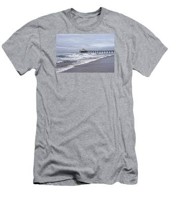 Manhattan Pier Surf And Waves Men's T-Shirt (Athletic Fit)