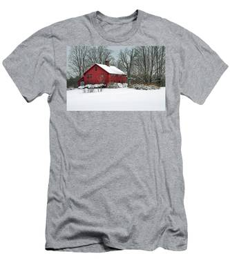 New England Colonial Home In Winter Men's T-Shirt (Athletic Fit)