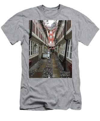 Krameramtsstuben The Oldest Street In Hamburg Germany Men's T-Shirt (Athletic Fit)